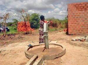 Kayoshe borehole in use.